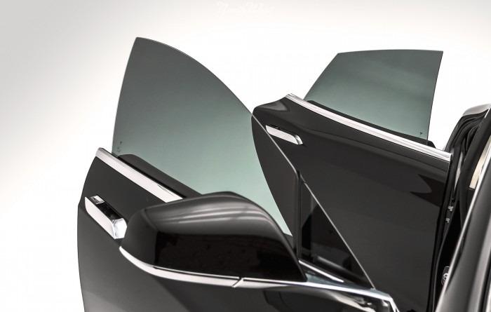 przyciemnianie szyb bocznych z przodu i z tyłu w samochodzie